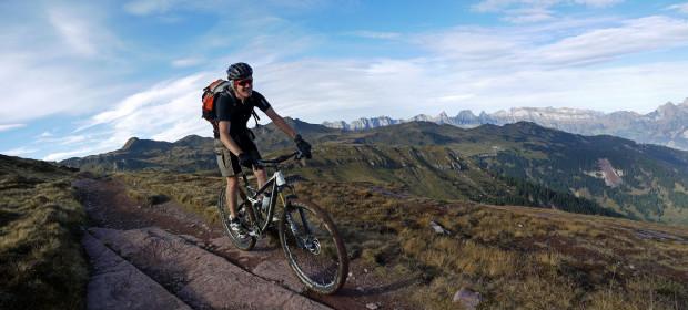 TR-Expedition-Herbstgold-GL+_Flumserberg-mit-Churfirsten_Thömu_Panorama1